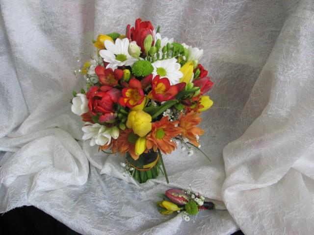 Букет с пролетни цветя